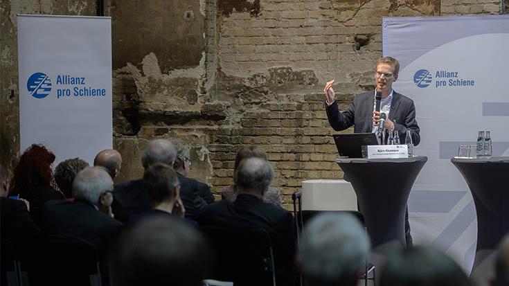 """Björn Klusmann (Geschäftsführer, Forum Ökologisch-Soziale Marktwirtschaft, FÖS): """"Wir müssen aus der sozialen Marktwirtschaft eine ökologisch-soziale Marktwirtschaft machen."""""""