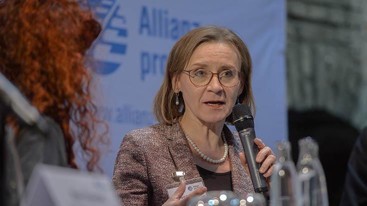 """Dr. Sigrid Evelyn Nikutta (Vorstandsvorsitzende und Vorstand Betrieb, Berliner Verkehrsbetriebe, BVG): """"Wir müssen alle Subventionen auf den Prüfstand stellen. Besteuerung sollte immer Ökologisches belohnen."""""""