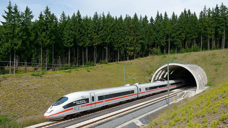 Fahrplanwechsel: Ab sofort können auch eilige Reisende zwischen München und Berlin auf das Flugzeug verzichten. Nun sollte der Bund unzeitgemäße Wettbewerbsvorteile des Fliegers abschaffen.