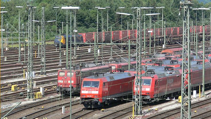 Bahn frei für 740-Meter-Netz: Nur jeder 10. Güterzug in Deutschland erreicht die EU-Standardlänge von 740 Metern. Das BMVI gibt nun den Weg frei, um Engpässe zu beseitigen.