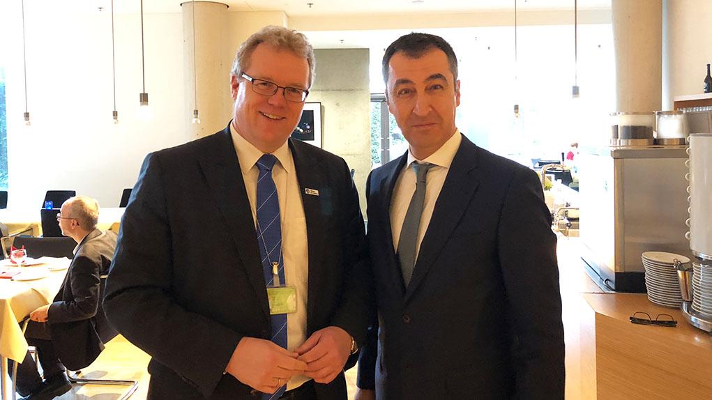 Ausschussvorsitzender Cem Özdemir hat die Schirmherrschaft des parlamentarischen Frühstücks der Allianz pro Schiene am 21. Februar 2018 übernommen.