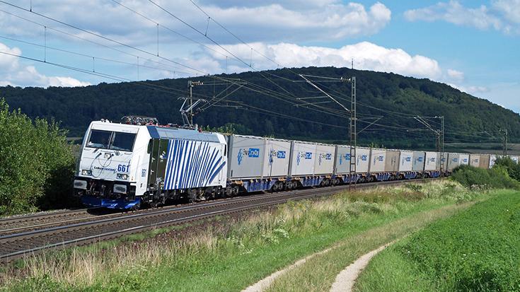 Im Vorfeld des Brenner-Gipfels hat die Allianz pro Schiene die Verkehrs- und Innenminister aus Deutschland und Österreich auf die Probleme im Alpenverkehr hingewiesen und konkrete Maßnahmen zur Lösung vorgeschlagen.