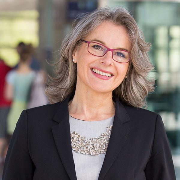 Susanne Henckel sitzt in der Jury des Wettbewerbs Innovationspreis Mobilitätsgestalterin.