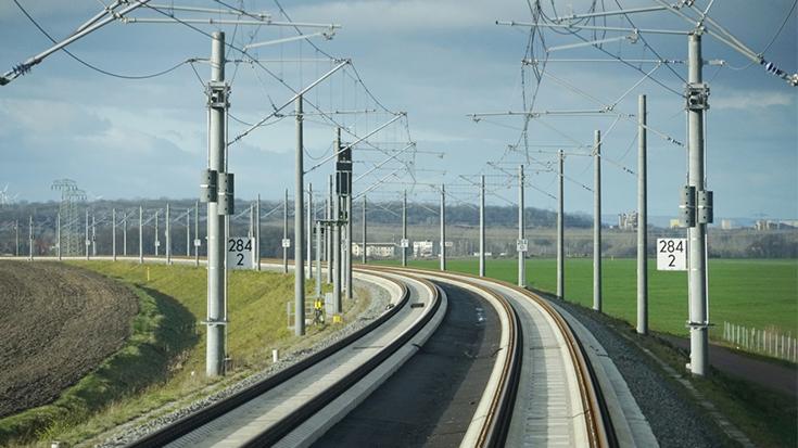 Viele Oberleitungen? Von wegen. In Deutschland liegen nur 60 Prozent des Bundesschienennetzes unter Fahrdraht. Die Politik ist nun ehrgeiziger unterwegs: 70 Prozent sollen bis 2025 elektrifiziert sein.