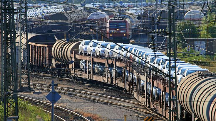 """""""Brenner-Gipfel"""" gegen Stau: Die Grenzkontrollen zwischen Deutschland, Österreich und Italien bringen nicht nur Lkw, sondern auch die Güterbahnen in Not. Die Allianz pro Schiene verlangt Beschleunigung."""
