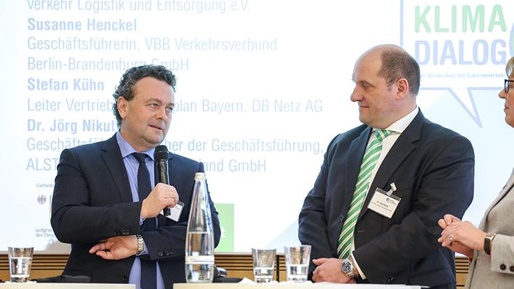 Stefan Kühn (DB Netz AG), Dr. Jörg Nikutta (Alstom Transport Deutschland) in der Diskussion.