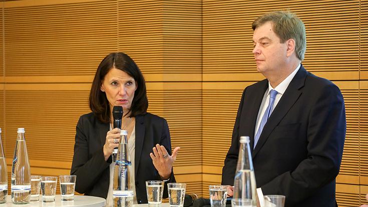 Die Parlamentarische Staatssekretärin im Bundesumweltministerium, Rita Schwarzelühr-Sutter und der Parlamentarische Staatssekretär im Bundesverkehrsministerium, Enak Ferlemann.