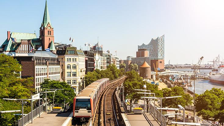 Um Fahrverbote zukünftig zu vermeiden, sollten Metropolen wie Hamburg in den Ausbau von Stadtbahnen investieren, meint die Allianz pro Schiene.