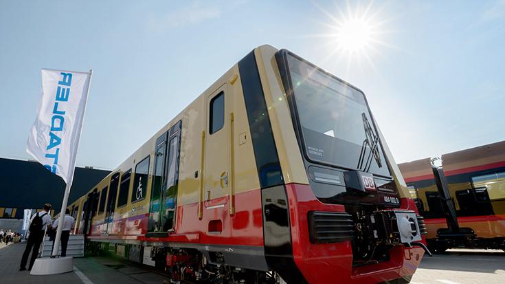 Darauf haben viele Berliner Pendler lange gewartet: Die neue S-Bahn Berlin von Stadler Pankow geht am 01. Januar 2021 in den Fahrgastbetrieb.