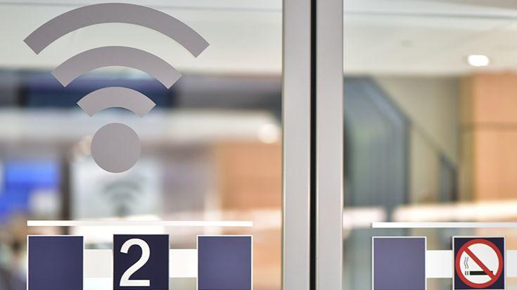 5G Mobilfunknetz: Wird die Schiene beim Ausbau vernachlässigt? 5G Mobilfunknetz: Für den Schienenverkehr geht es nicht mehr nur darum, dass Fahrgäste in den Zügen telefonieren und im Internet surfen können, sondern darum, ob innovative Betriebs- und Logistikkonzepte künftig überhaupt umgesetzt werden können.