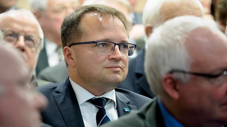 """""""Goldene Umweltschiene"""": Staatssekretär überreicht Preis an Allianz pro Schiene: Sebastian Belz"""