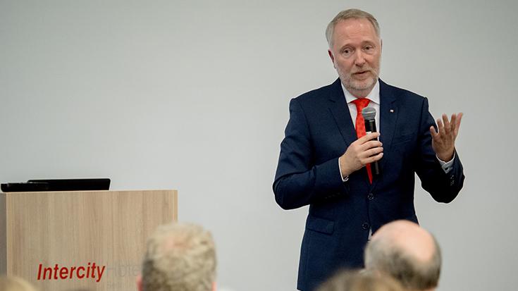 """""""Goldene Umweltschiene"""": Staatssekretär überreicht Preis an Allianz pro Schiene: Alexander Kaczmarek"""