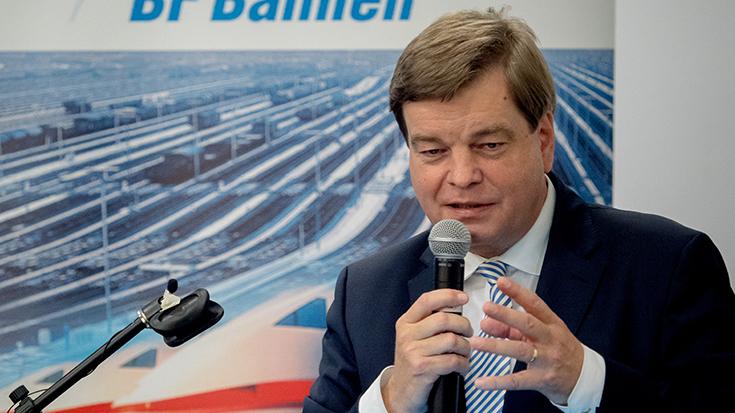 """""""Goldene Umweltschiene"""": Staatssekretär überreicht Preis an Allianz pro Schiene: Enak Ferlemann"""