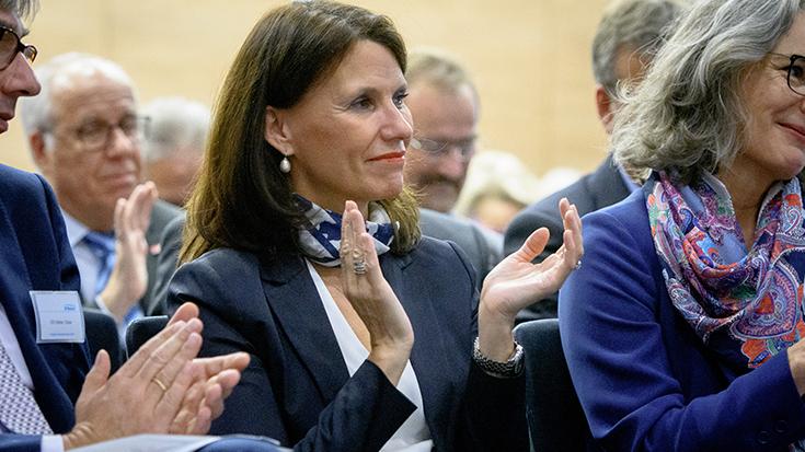"""""""Goldene Umweltschiene"""": Staatssekretär überreicht Preis an Allianz pro Schiene: Rita Schwarzelühr-Sutter"""