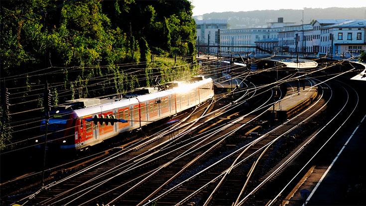 Raus aus Hinterzimmern: Verkehrsverbände fordern mehr Transparenz und mehr Geld für die Schiene