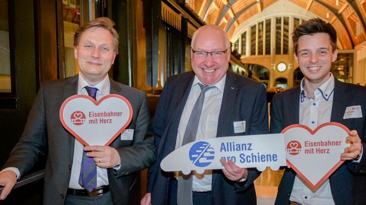 Drei vom Sponsor DEVK: Michael Küster, Vertriebsdirektor Team Verkehrsmarkt, Vorstandsvorsitzender Gottfried Rüßmann und Michael Fraunhofer von der Presseabteilung
