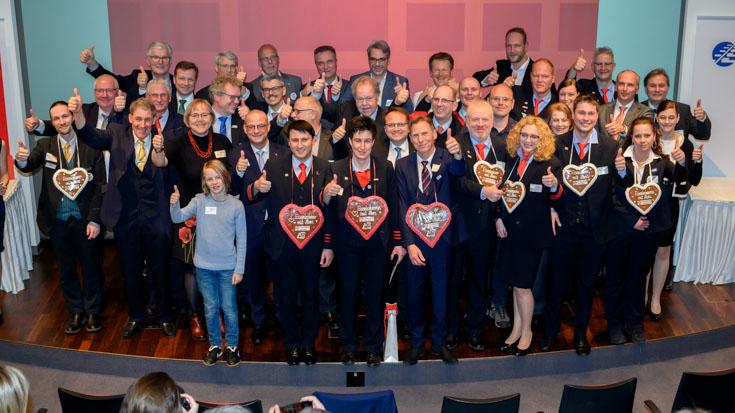 Fröhlicher Abschluss der Preisverleihung mit den Siegern, Sponsoren und vielen Gratulanten