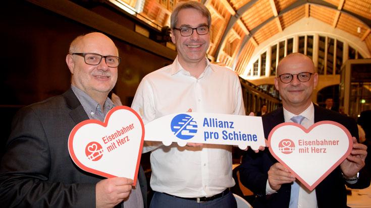 Alexander Kirchner, Vorsitzender der EVG, Tobias Heinemann, Sprecher der Transdev-Geschäftsführung, Martin Seiler, Vorstand Personal und Recht der Deutschen Bahn