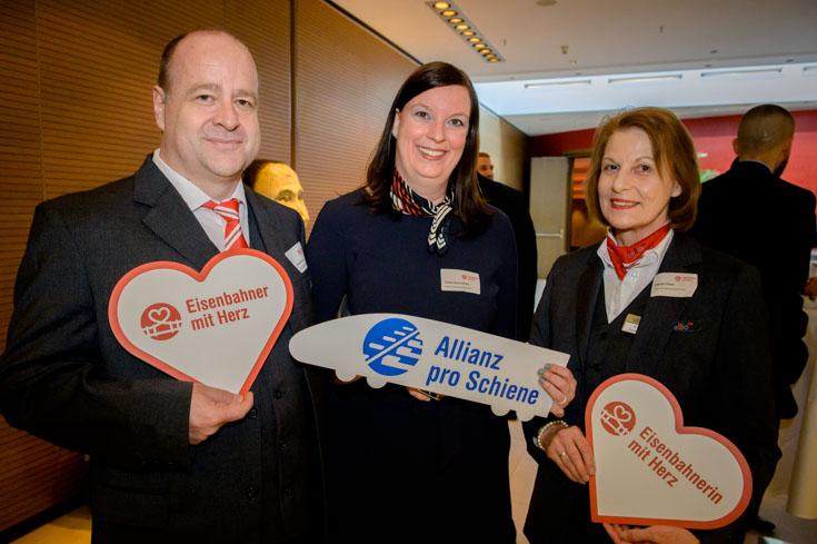 Nominierter Andreas Krause mit Carmen Maria Parrino, Vorsitzende der Geschäftsführung Abellio Rail Mitteldeutschland und der Thüringer Landessiegerin Gabriele Kiesel