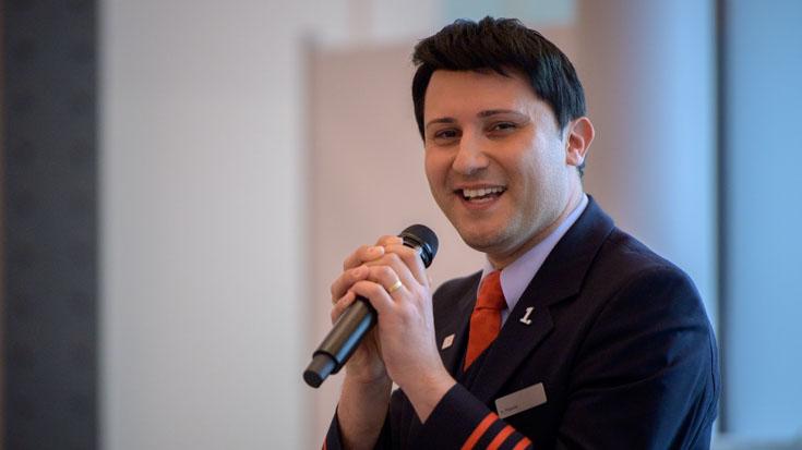 Singt nicht nur im ICE gerne, sondern gab auch auf der Gala eine Kostprobe seiner Künste: Silber-Sieger Alexander Pojonie