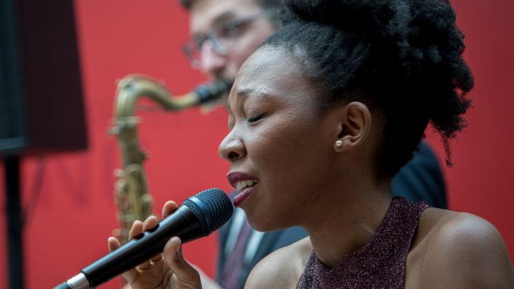 Mit einer tollen Performance begleitete die Sängerin der Kileza Band die Feier nach der offiziellen Preisverleihung.