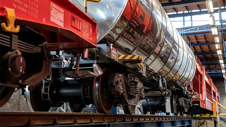 Widersprüche der Verkehrspolitik: Der Bund fördert das neue Zentrum für Schienenverkehrsforschung in Dresden. Gut so. Doch das Bundesprogramm