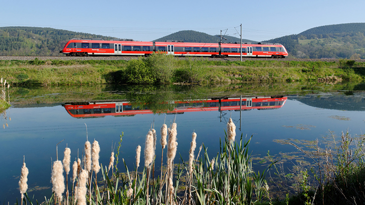 Die Eisenbahn geht bei einer umfassenden Studie der EU-Kommission als klarer Sieger hervor. Untersucht wurden die gesamtgesellschaftlichen Kosten und die Finanzierungsbeiträge der Verkehrsträger.