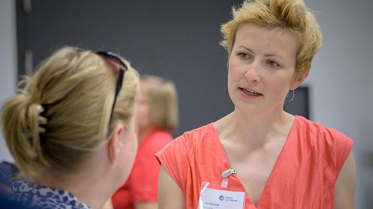 Martina Löbe (DB Netz AG) im Gespräch.