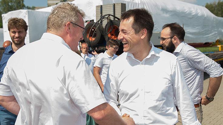 Allianz pro Schiene-Geschäftsführer Dirk Flege begrüßt Verkehrsausschuss-Mitglied Torsten Herbst (FDP).