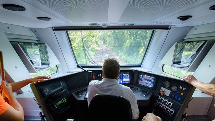 Fast geräuschlos rollt der FLIRT Akku auf den Gleisen.
