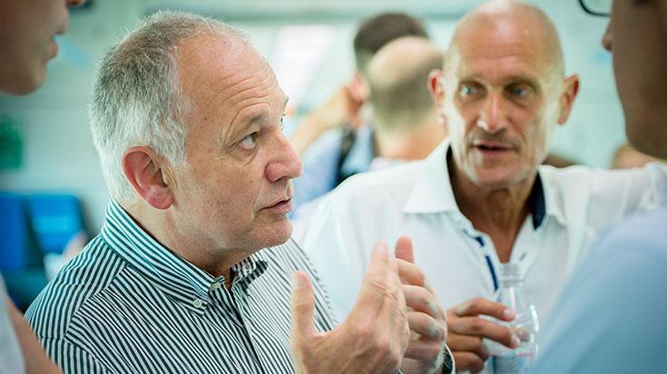 Hans Leister, stellvertretender Förderkreissprecher der Allianz pro Schiene, im Gespräch.