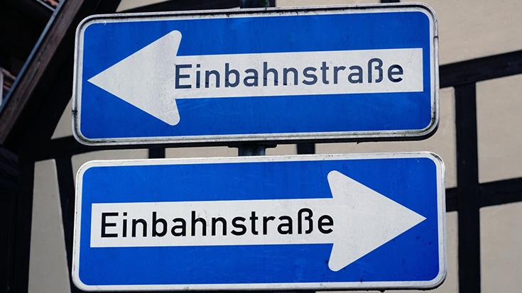 Klimapolitik mit widersprüchlichen Signalen: Die Allianz pro Schiene vermisst eine klare Richtungsentscheidung für eine Verkehrs- und Klimawende.