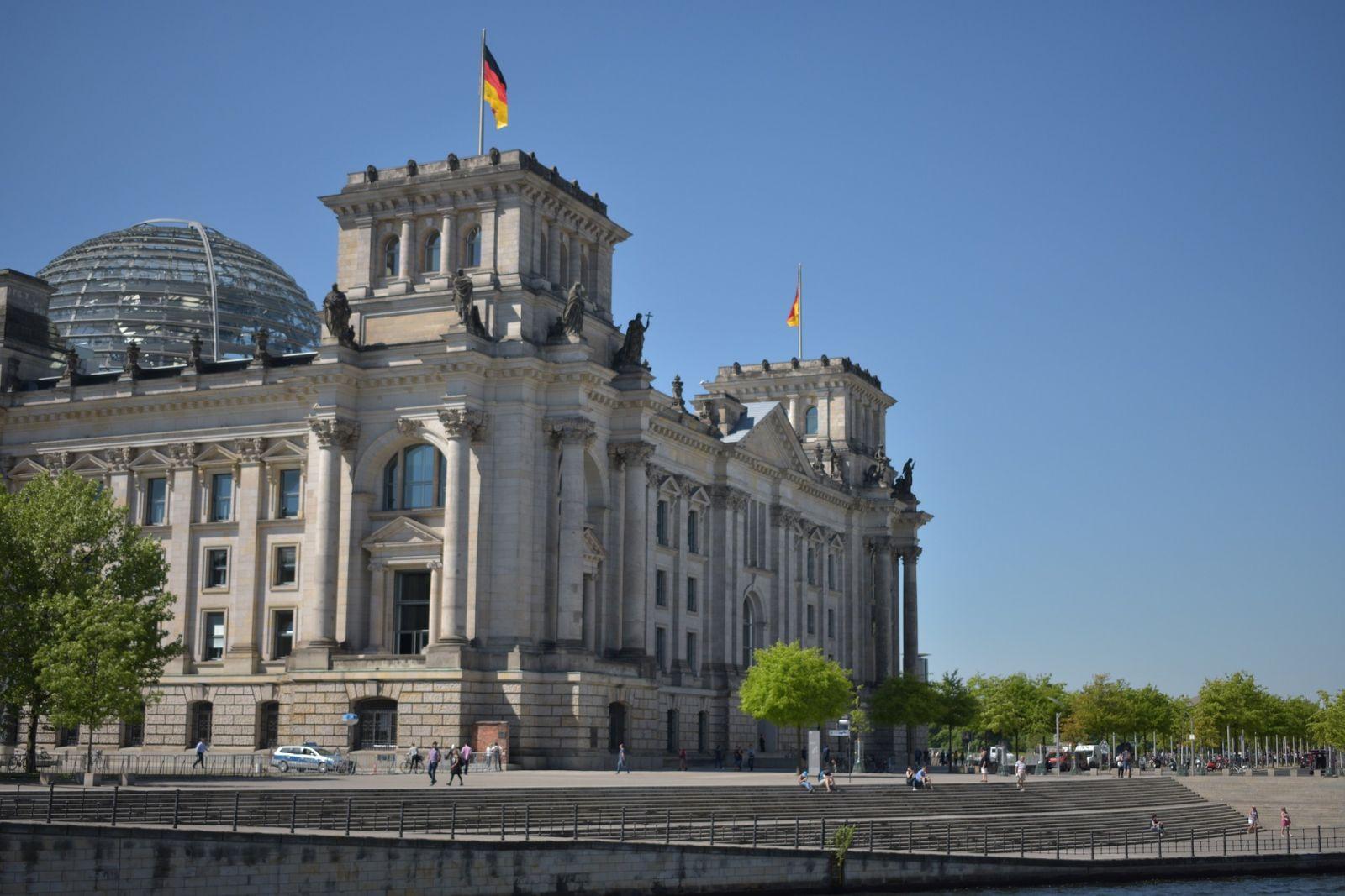 Die Bahnverbände rufen den Deutschen Bundestag zu Nachbesserungen am Bundeshaushalt auf. Der Regierungsentwurf reicht nicht.