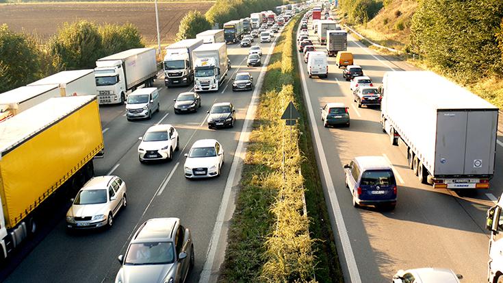Lkw sollen mit Maut Schiene finanzieren