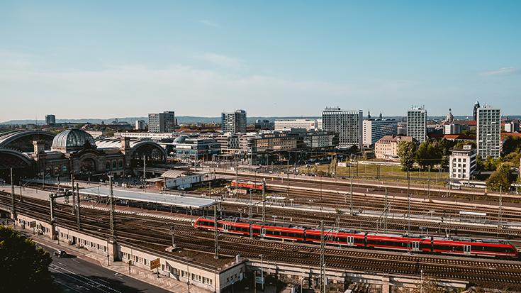 Einfahrt in den Dresdner Hauptbahnhof