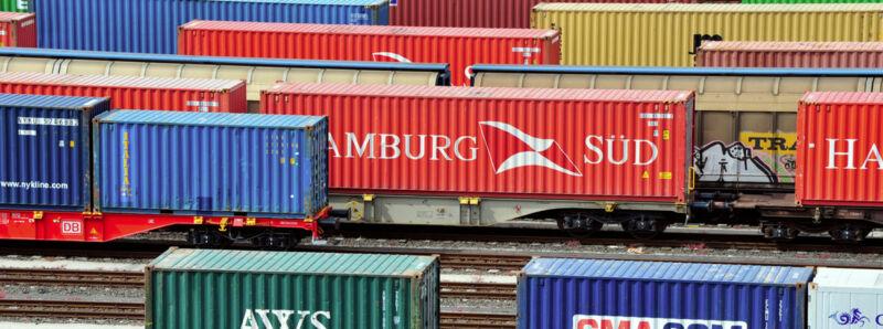 Güterwaggons im Rangierbahnhof.