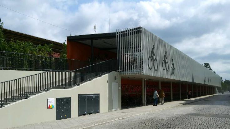 Das Fahrradparkhaus in Oranienburg.