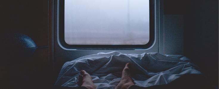 Frühstück am Bett? Nur einer der Vorteile von der Reise per Nachtzug.