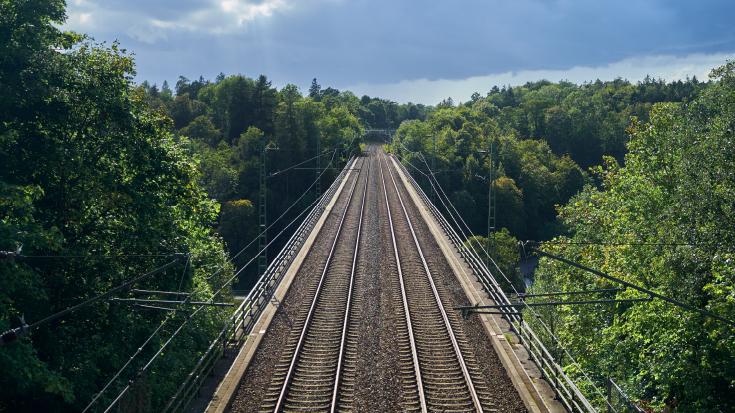 Elektrifizierte Bahngleisen